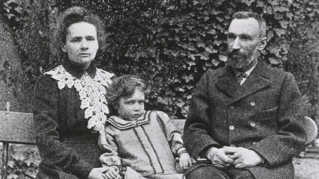Pierre Curie, Marie Curie & Irène Joliot-Curie [Unknow - gettyimages]