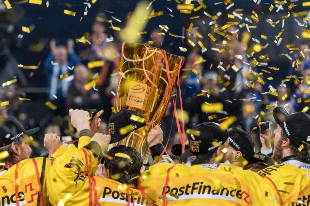 Quelle équipe soulèvera le trophée au terme des playoffs ? [Anthony Anex - Keystone]