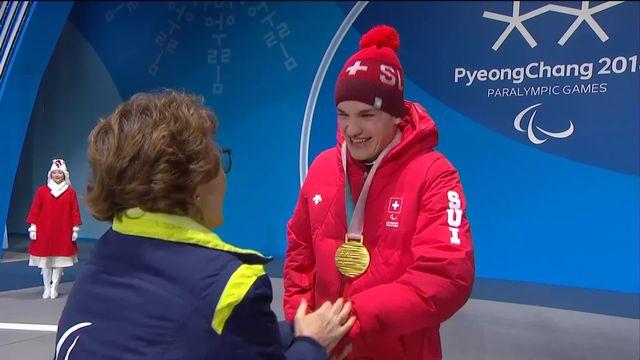 Descente messieurs: Théo Gmür reçoit sa médaille d'or [RTS]