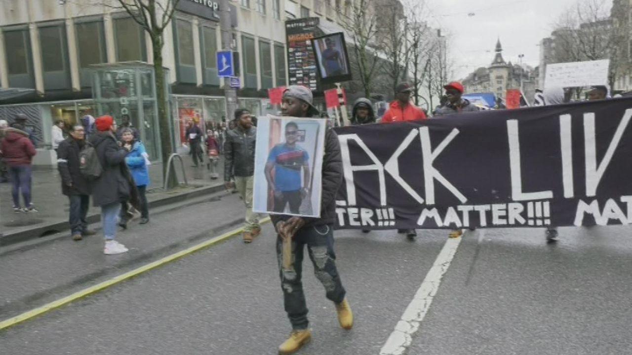 Manifestation à Lausanne contre le racisme. [RTS]