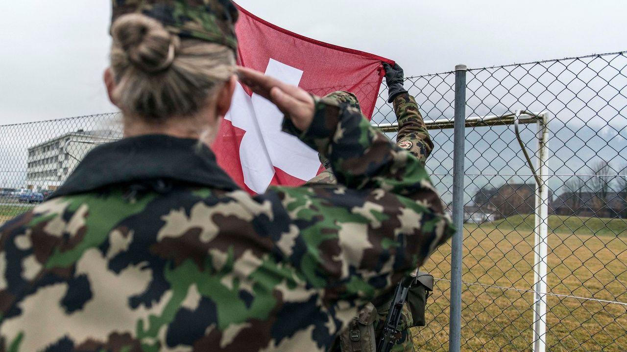 Le règlement vestimentaire de l'armée suisse ne va pas à l'encontre du port du voile. [Christian Beutler - Keystone]
