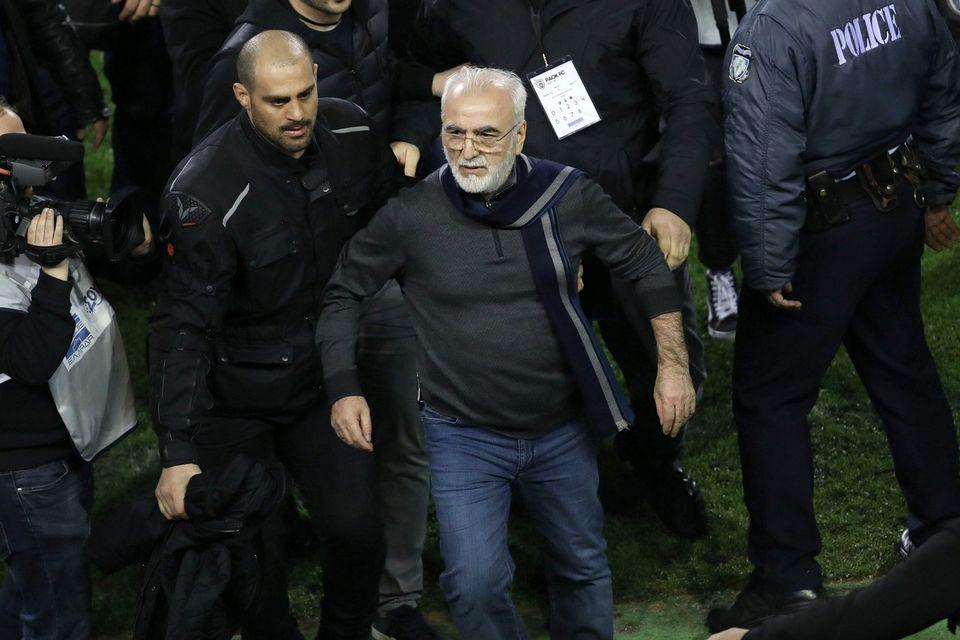 Le président du PAOK Ivan Savvidis avait fait irruption sur le terrain lors du match contre l'AEK Athènes. [STR - Keystone]