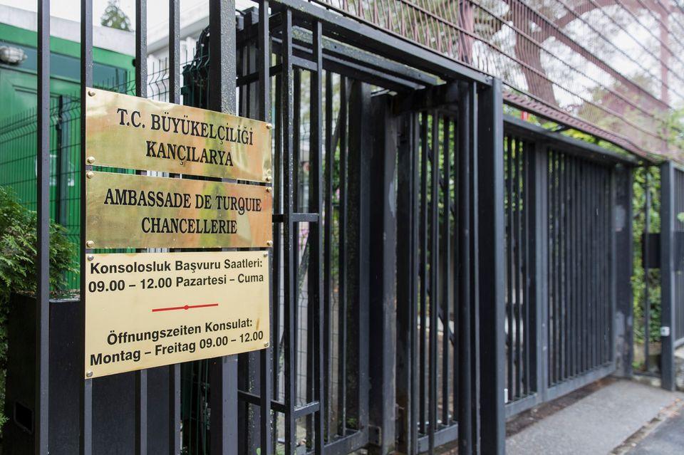 L'entrée de l'ambassade de Turquie à Berne. [Peter Klaunzer - Keystone]