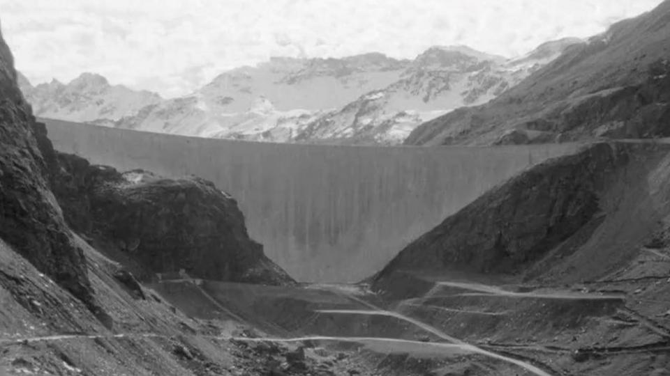 Barrage en Valais en 1963. [RTS]