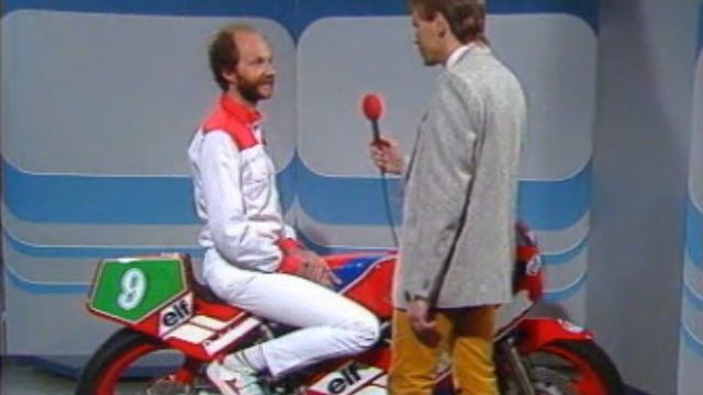 Jacques Cornu au micro de Bernard Jonzier en 1984. [RTS]