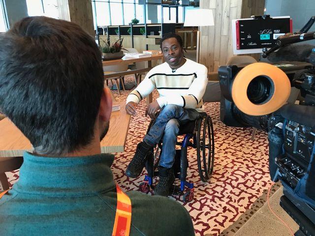 """Ade Adepitan: """"En grandissant, le sport m'a apporté une liberté, une indépendance"""". [Raynald Bussien - RTS]"""