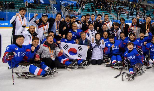 La joie des joueurs coréens après leur succès 1-0 sur l'Italie. [Joel Marklund - Keystone]