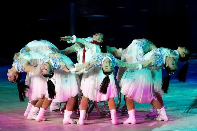Des danseuses lors de la cérémonie de clôture à PyeongChang. [Alexandra Wey - Keystone]