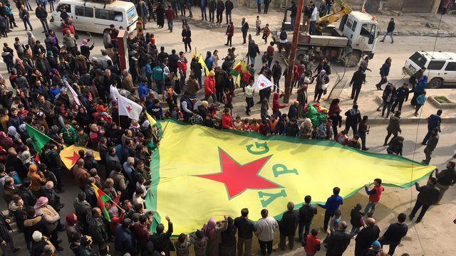 Manifestation de la population kurde d'Afrine, 04.02.2018. [Alexandre Habay - RTS]