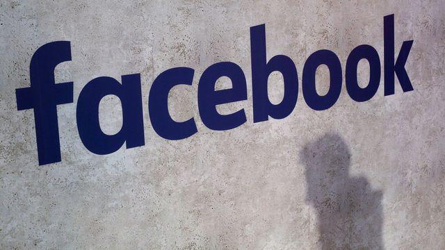 Facebook a suspendu Cambridge Analytica, une société qui aurait récolté sans leur consentement les données privées de millions d'utilisateurs. [AP Photo/Thibault Camus - Keystone]