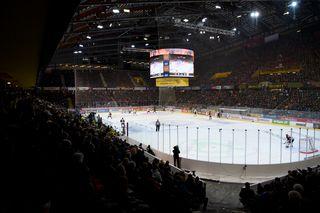 La Postfinance Arena est la patinoire qui accueille le plus grand nombre de spectateurs par saison en Europe. [Anthony Anex - Keystone]