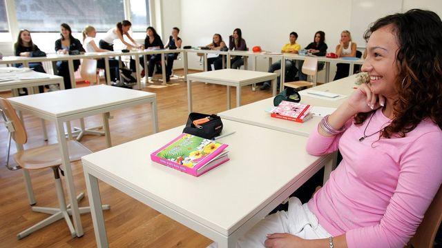 Avec un salaire jeunesse, les jeunes à partir de 12 ans reçoivent un montant mensuel fixe qui leur permet d'assumer la majorité de leur frais. (image d'illustration) [Fabrice Coffrini - Keystone]