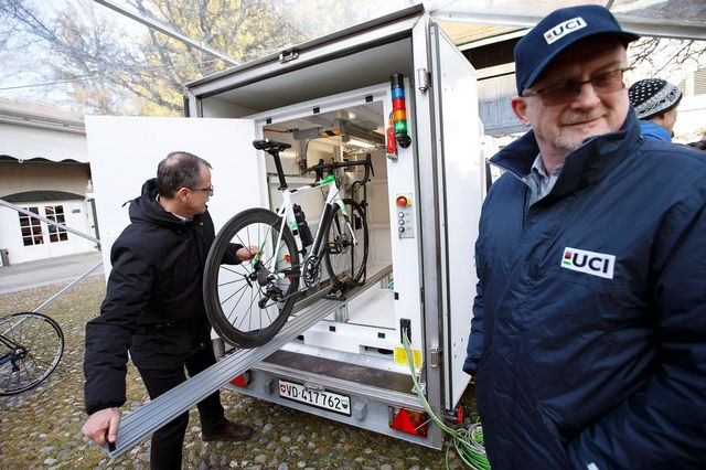Les vélos seront inspectés de près grâce à une cabine. [Salvatore Di Nolfi - Keystone]