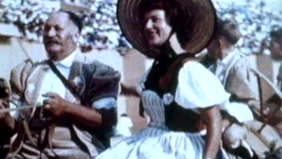 Deux figurants de la Fête des vignerons de 1955 [RTS]