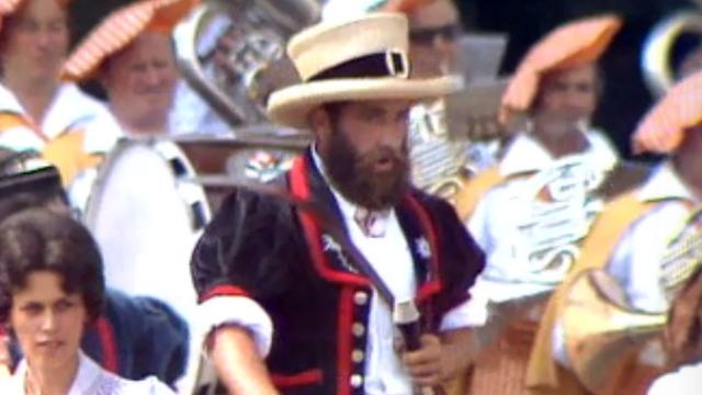 Bernard Romanens chante le ranz des vaches en 1977 [RTS]