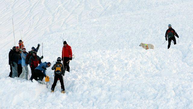 Recherche de personnes disparues en 2009 à Anzere (VS). [Jean-Christophe Bott - Keystone]