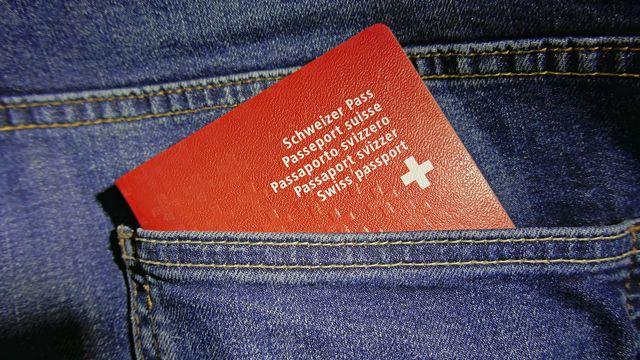 Départ à l'étranger: peut-on conserver ses assurances? [Schlierner - Fotolia]
