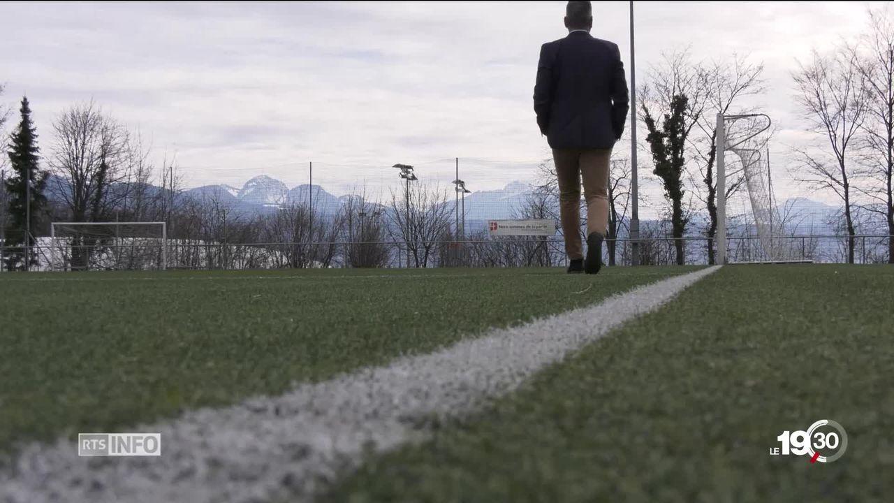 Terrains de foot synthétiques: substances nuisibles [RTS]