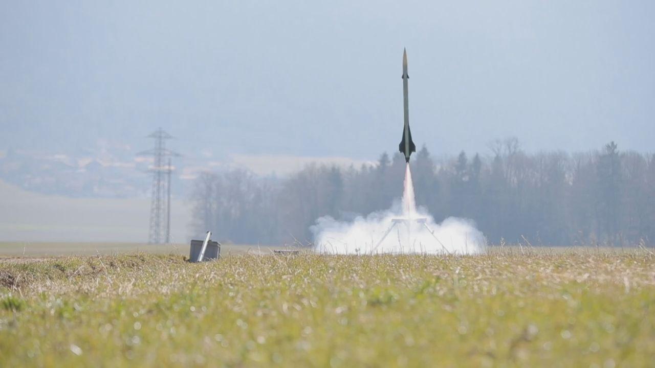 La fusée a été lancée depuis un champ à Cernier. [Keystone/ATS]