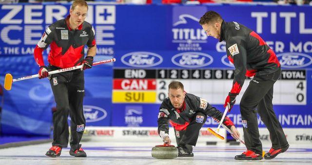 La formation de Brad Gushue (au centre), champion olympique 2006, n'a pas laissé de chance aux Helvètes. [Twitter - Curling Canada - SRI]