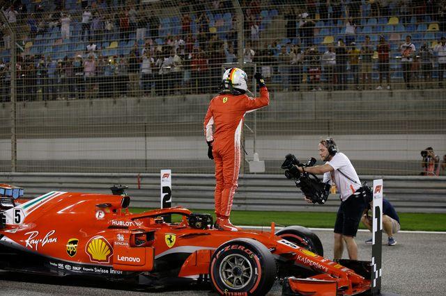 Sebastian Vettel célèbre après avoir réalisé le meilleur temps en Q3. [Luca Bruno - AP Photo/Keystone]