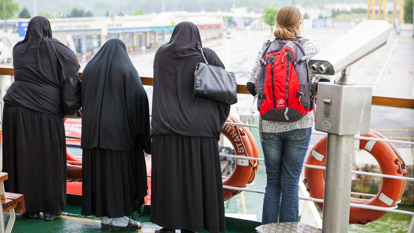 payerne muslim @Üg-payerne wie würden sie darüber denken wen es ihr sohn wäre der in notlage war   schweizer pass für muslim-paar abgelehnt.