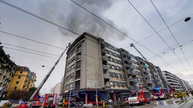 Un incendie s'est déclaré au centre de Genève, le dimanche 11 mars 2018. [Martial Trezzini - Keystone]