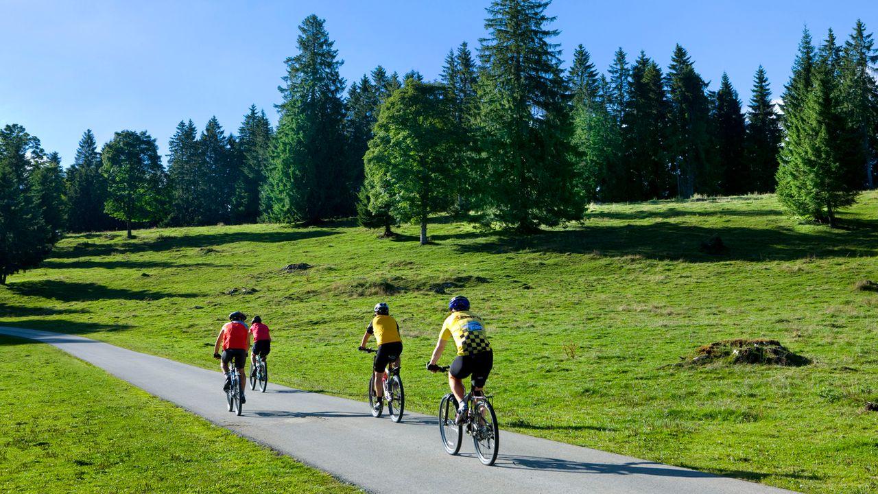 Suisse Tourisme veut mieux promouvoir le cyclotourisme. [Martin Rütschi - Keystone]
