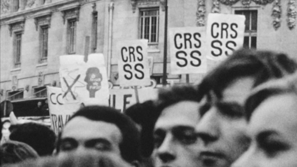 Pancartes CRS SS en Mai 68. [RTS]