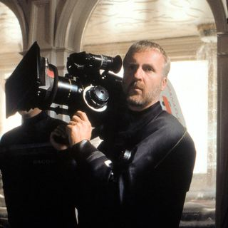 """James Cameron sur le tournage du film """"Titanic"""". [Archives du 7eme Art - AFP]"""