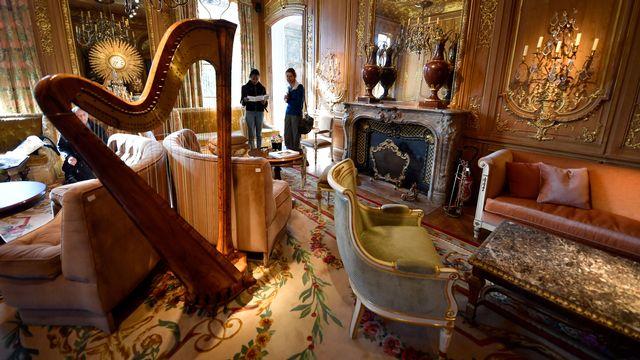 Une photo des meubles du Salon Proust de l'Hôtel Ritz à Paris, qui sont mis aux enchères du 17 au 21 avril.  [Gérard Julien - Keystone]
