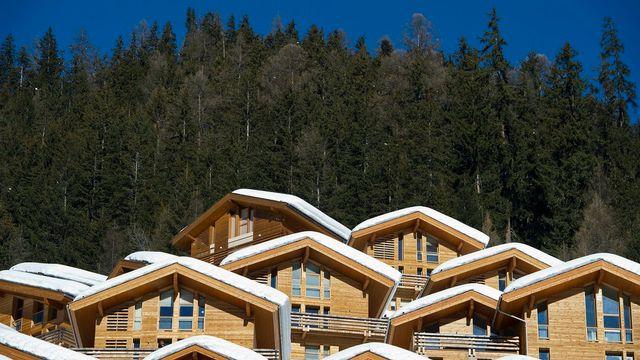 Des chalets à Grimentz (VS) photographiés en février 2012. [Jean-Christophe Bott - Keystone]