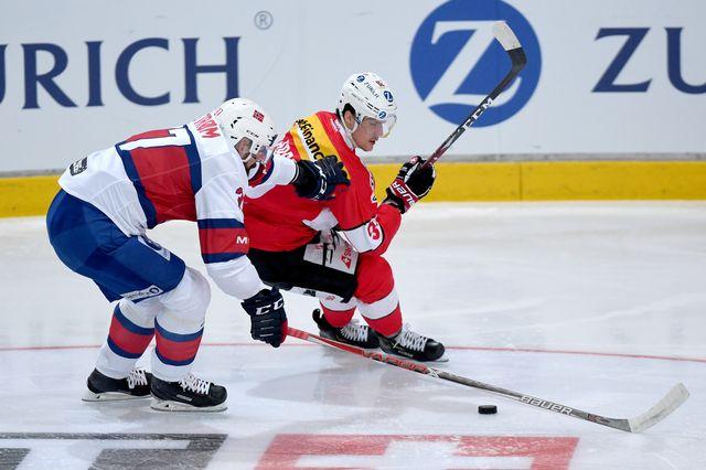 Gaëtan Haas au duel avec le Norvégien Viliam Strom. [Samuel Golay - Keystone]