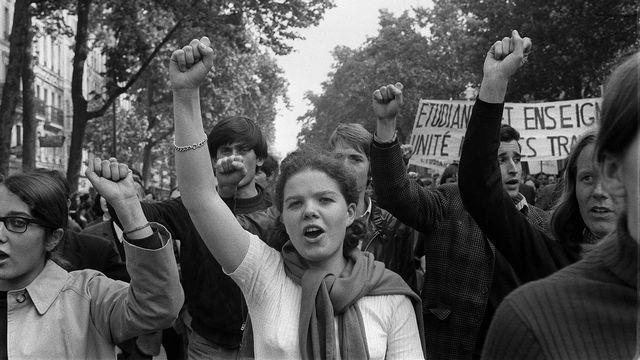 Des étudiants et des travailleurs durant une manifestation à Paris le 29 mai 1968. [AFP]
