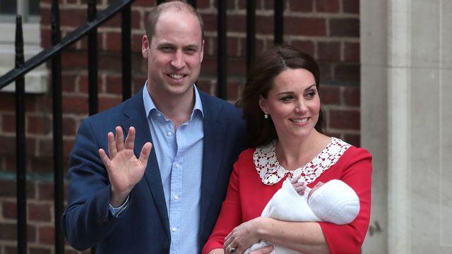 Le prince William et sa femme Kate présentent leur petit garçon. [Daniel Leal-Olivas - AFP]
