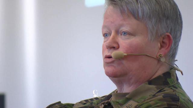 Portrait d'une des rares femmes en Suisse à avoir le grade de Colonel [RTS]
