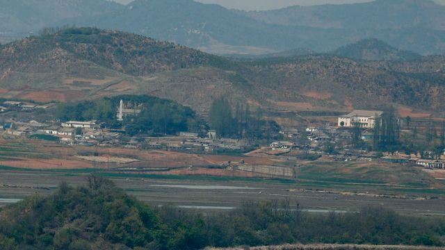 Le sommet aura lieu près de la ligne de démarcation entre les deux Corées. [Jeon Heon-Kyun - EPA/Keystone]