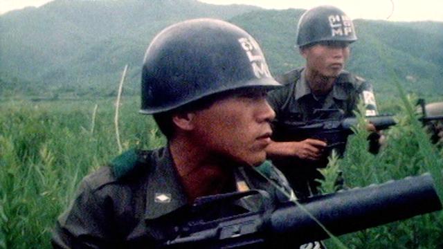 Soldats sud-coréens surveillant la frontière avec la Corée du Nord, 1976. [RTS]
