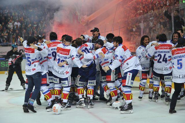 Les Zurichois jubilent après avoir remporté le titre de champion suisse. [Michela Locatelli - Freshfocus]