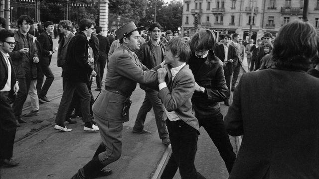 Manifestation contre la Journée de l'armée à Genève le 15 mai 1968. [STR - Keystone]