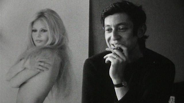 Serge Gainsbourg (et Brigitte Bardot en poster) en 1968. [RTS]