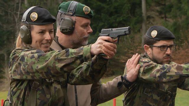 La capitaine Olivia de Weck, lors d'un exercice de tir. [RTS - DR]