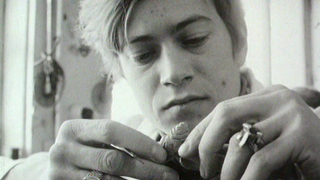 Charly, apprenti bijoutier genevois en 1968. [RTS]
