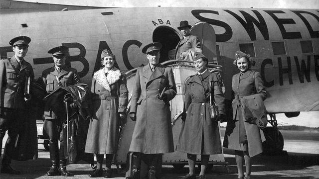 Le comte Folke Bernadotte (centre) au sein d'une délégation de la Croix Rouge suédoise. [Svenska Dagbladet via IMS Vintage Photos]