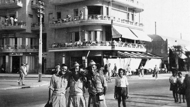 Soldats australiens à Tel Aviv en 1942.