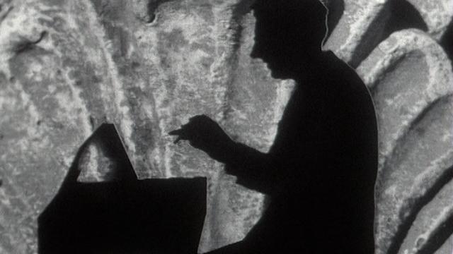 Pianiste en ombre chinoise jouant un air de l'Eurovision 1963. [RTS]