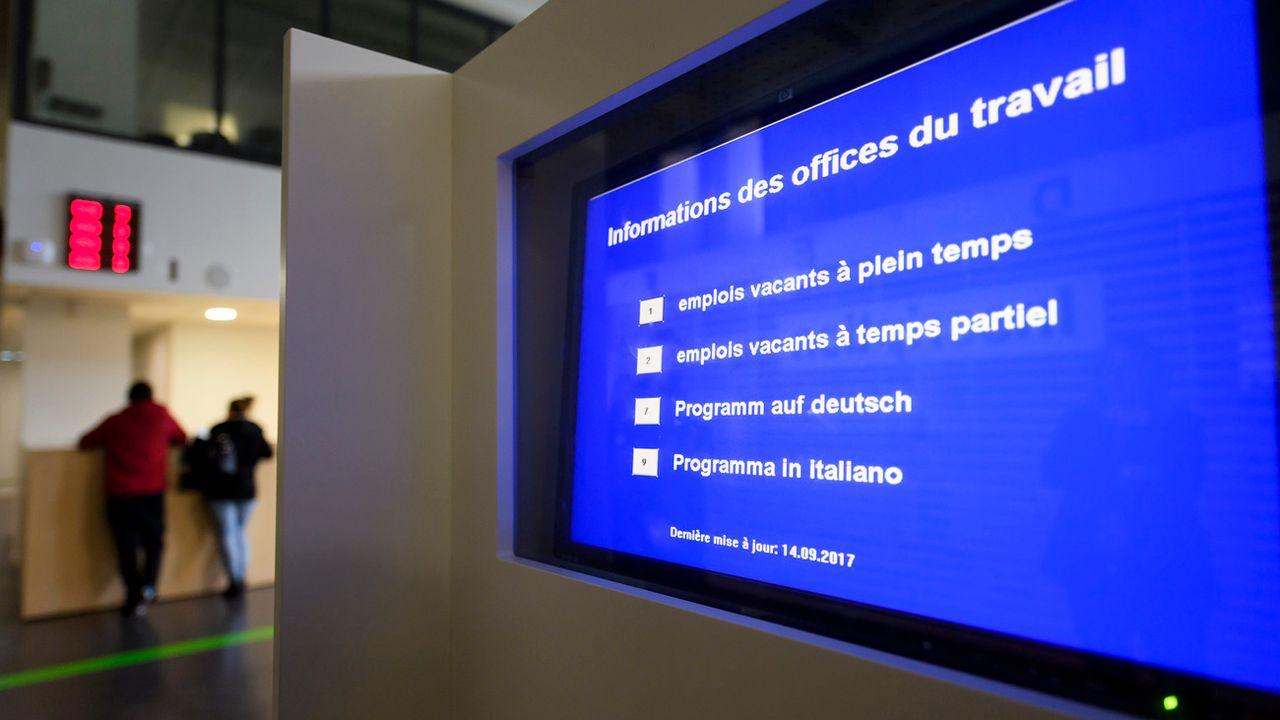 """Les offres dénoncées comportent par exemple la mention """"résidence en Suisse exigée"""". [Martial Trezzini - Keystone]"""