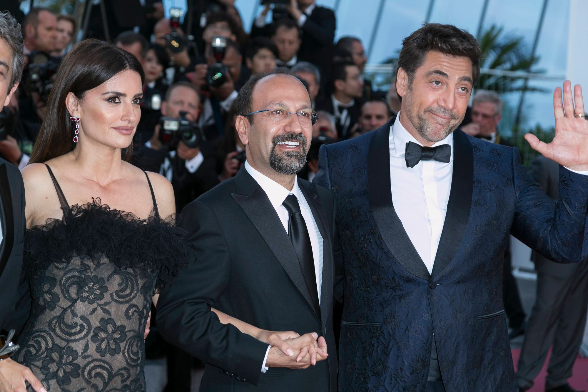 "Asghar Farhadi, entouré de Penelope Cruz et Javier Bardem, pour la projection d'""Everybody Knows"" à Cannes."