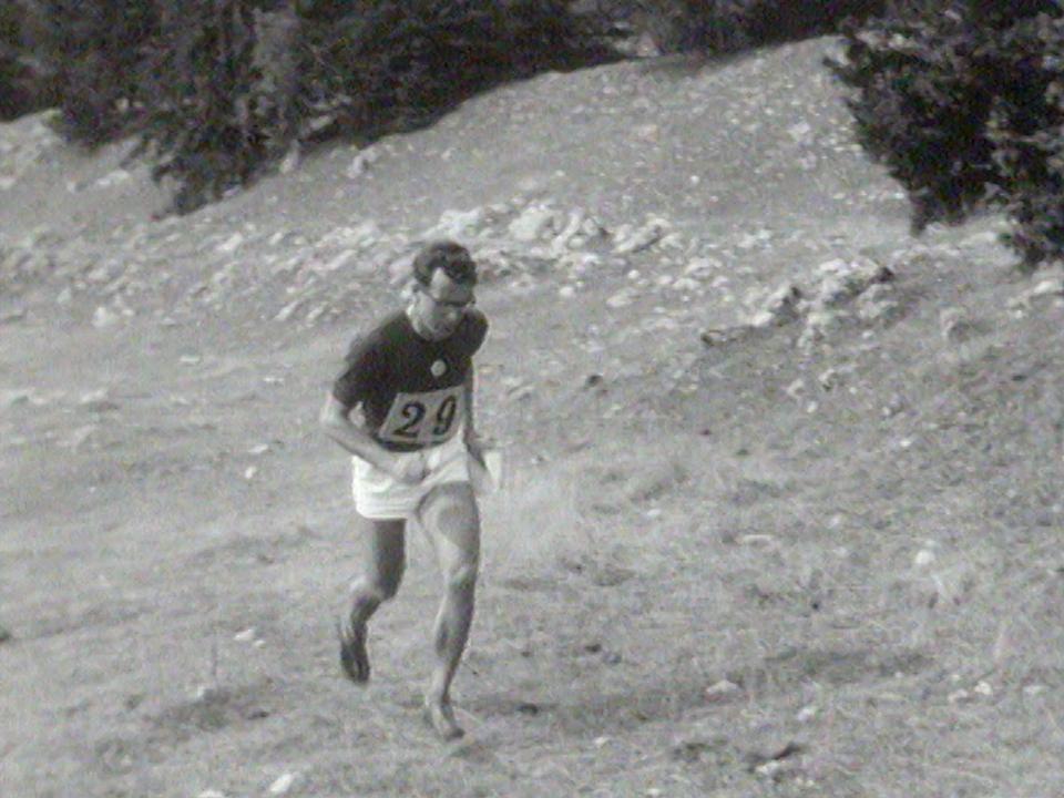 Concurrent des 2e championnats d'Europe de course d'orientation au Brassus en 1964. [RTS]