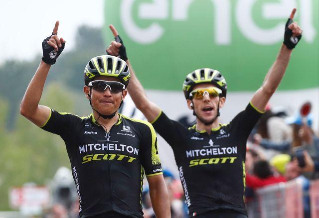 Chaves, à gauche, et Yates: le duo gagnant de la première étape en altitude. [Luk Benies - AFP]